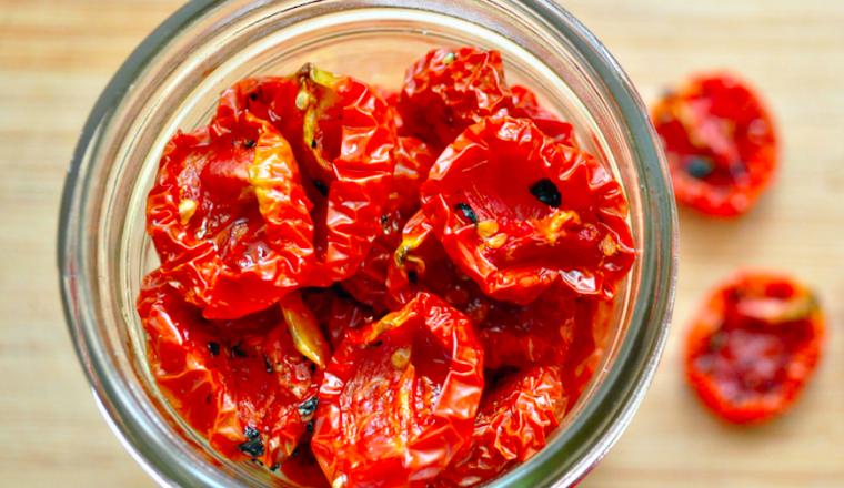 zongedroogde tomaten zelf maken - stock