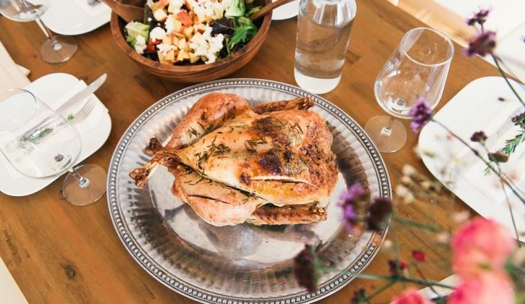gebraden-kip-gevuld-met-citroen-en-kruiden