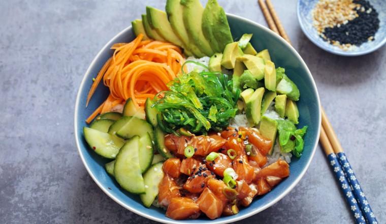 Gezonde Poké Bowl met zalm, avocado en nog meer lekkers recept