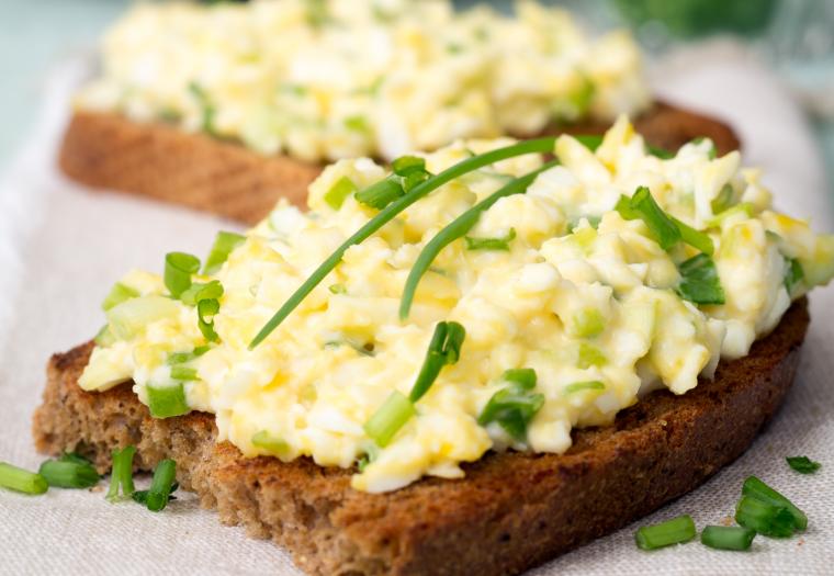 recept eiersalade met bieslook en lenteui