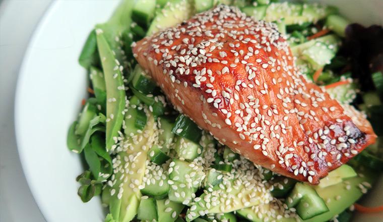 zalm_salade_soja_sesam_avocado_sla_komkommer_wortel_sushi
