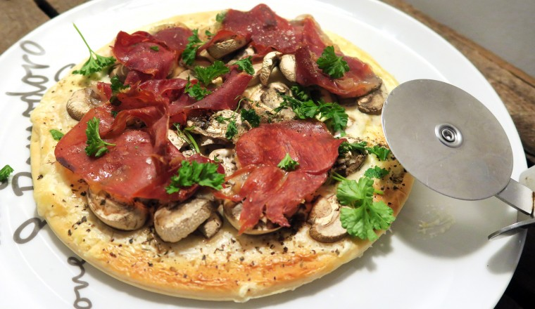 pizza_parma_mascarpone_peterselie_champignons