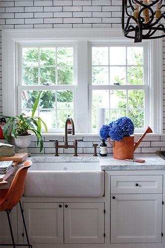 Krijtbord Achterwand Keuken : White Subway Tile Farmhouse Kitchen Sink
