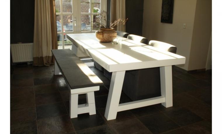 10x witte houten eettafels - INTERIOR JUNKIE