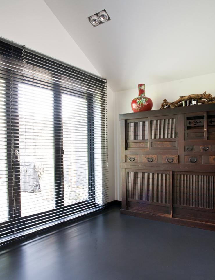 Huis met raambekleding om te smullen - INTERIOR JUNKIE