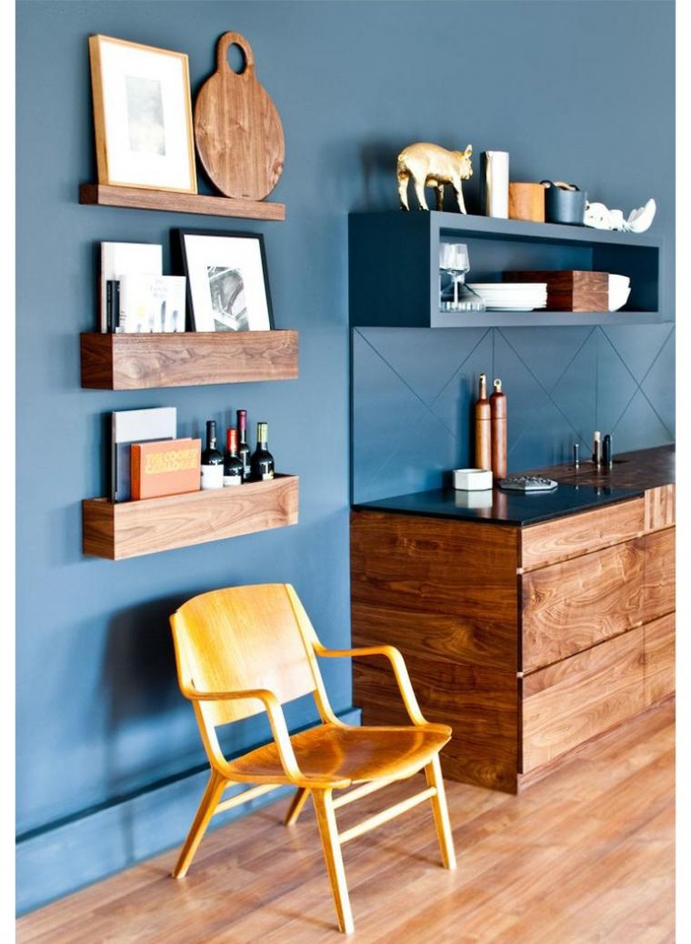 10x blauw en hout in huis   interior junkie