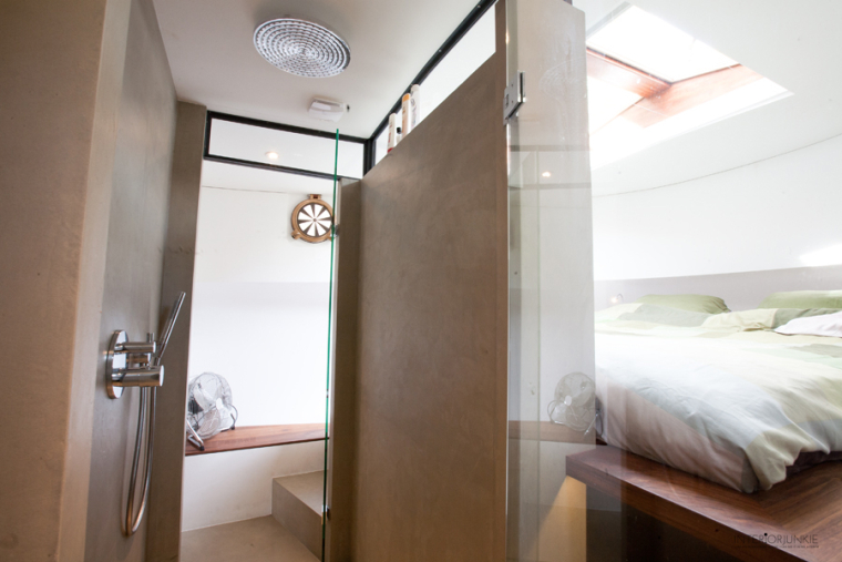 Binnenkijken op een amsterdamse woonboot interior junkie - Bijvoorbeeld vlak badkamer ...