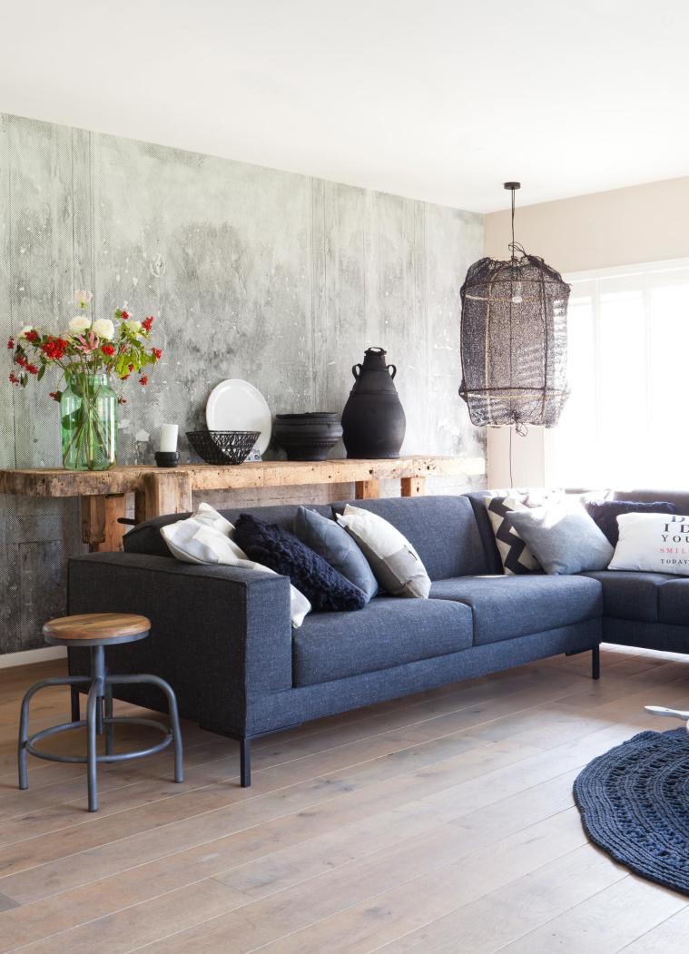 Werken met behang in een industrieel interieur   interior junkie