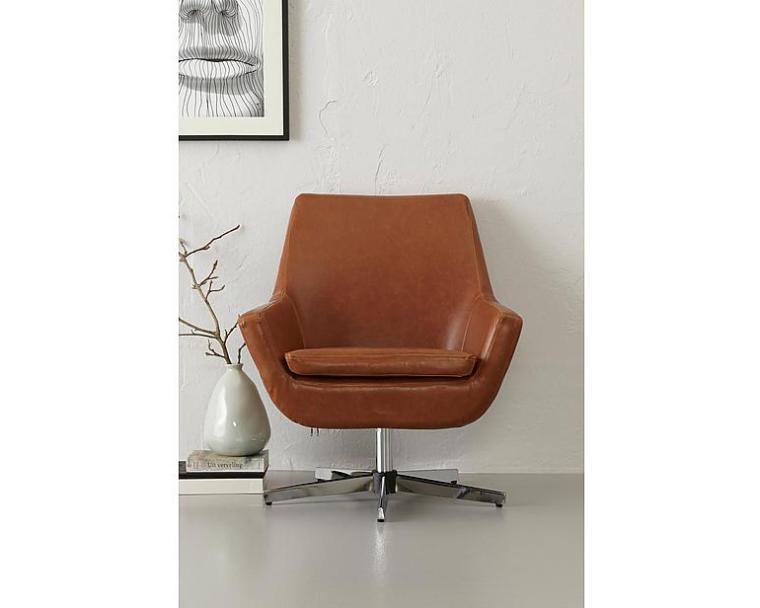 Woonvondst: kunstleren stoel voor in je zithoek - INTERIOR JUNKIE