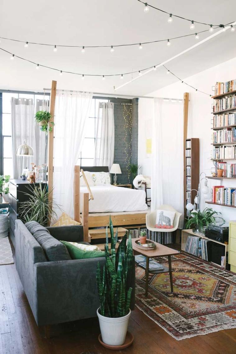Romantische familieloft met boekenkast als eyecatcher   interior ...