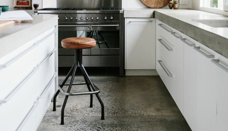 Voor die industriele touch: een betonlook gietvloer   interior junkie