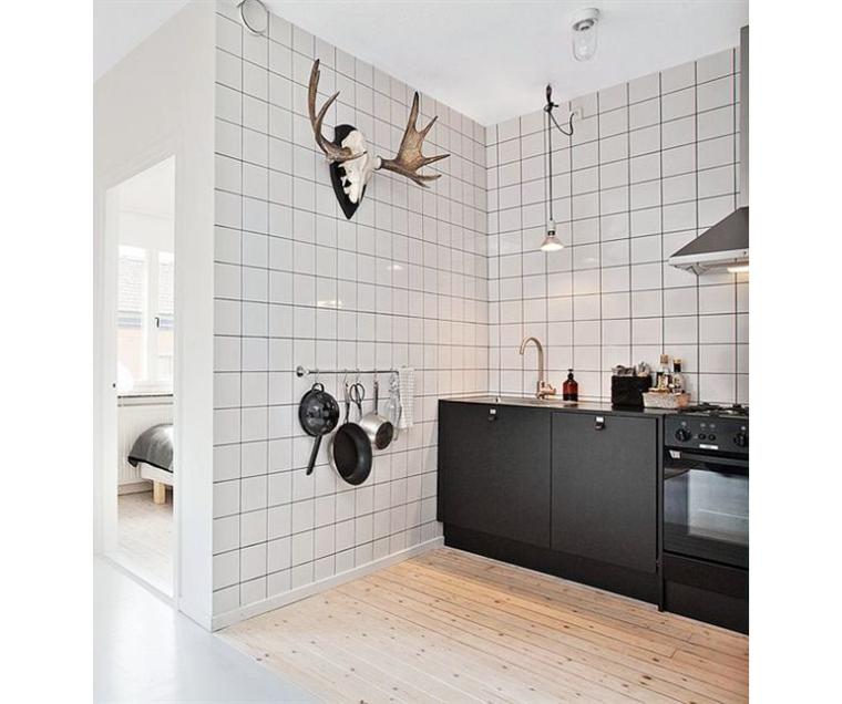 Mooi voor in huis: witte vierkante tegels   interior junkie