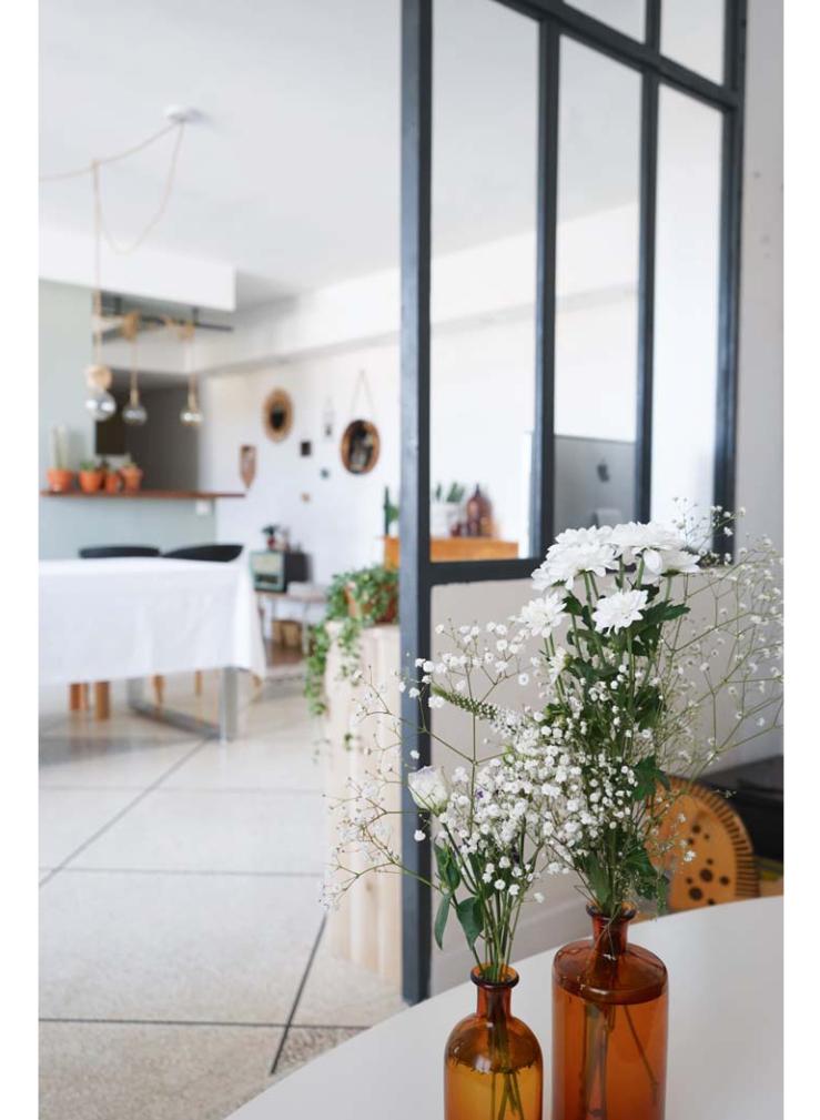 Huis met industriele raampartijen als afscheiding interior junkie - Afscheiding glas keuken woonkamer ...