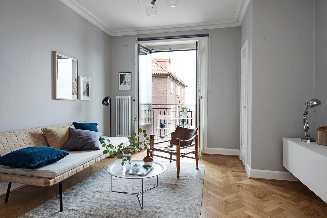 Ruim wonen op 39m2 met zachtgrijze muur interior junkie for Grijze woonkamer