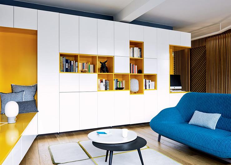 modern huis met bijzondere houten wand interior junkie. Black Bedroom Furniture Sets. Home Design Ideas