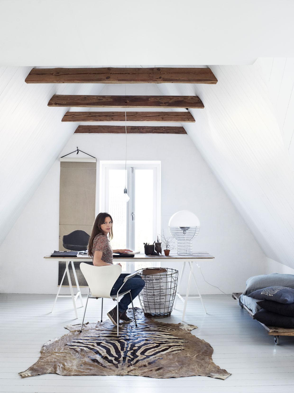 Spierwit huis met prachtige werkplek   interior junkie