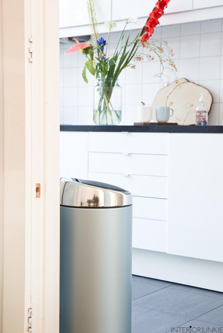 Geef kleur aan je keuken met deze prullenbakken   interior junkie
