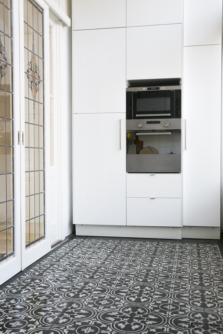 Kijk ze eens pronken portugese tegels in mijn keuken interior junkie - Keuken met cement tegels ...