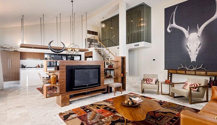 Binnenkijken in een huis vol geweien en Perzische tapijten