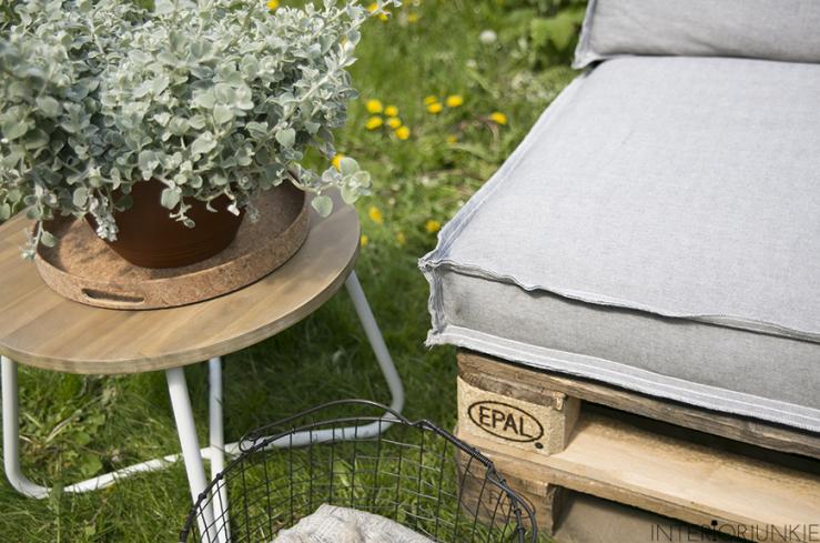 DIY: zo maak je met pallets gemakkelijk een loveseat