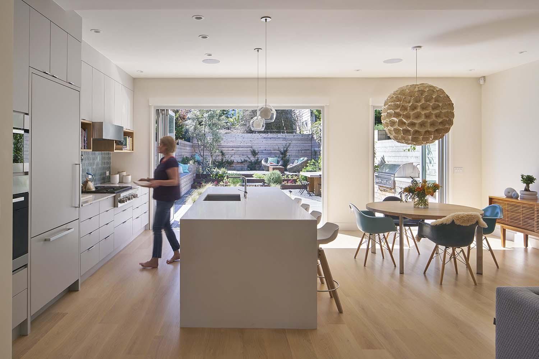 Modern-Family-Home-YamaMar-Design-04-1-Kindesign
