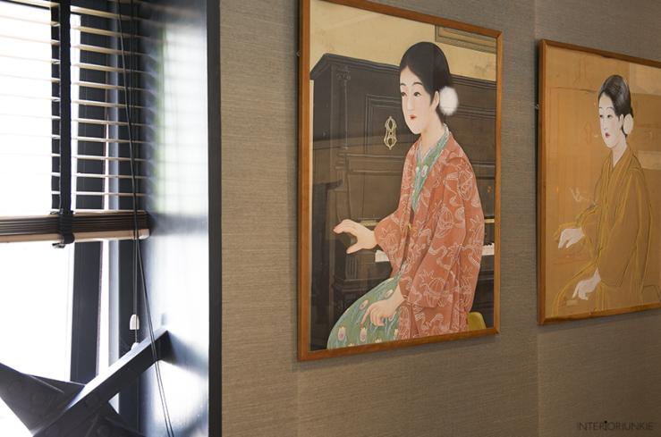 """""""Deze Aziatische kunstwerken zijn een privéverzameling en hangen tegenover ons bed."""""""
