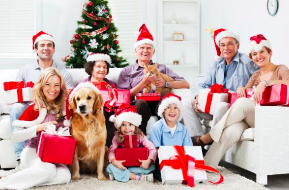 Resultado de imagem para Crianças ganhando presentes de natal