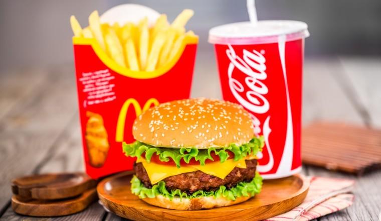 Hoeveel calorie n zitten er in jouw favoriete mcdonald 39 s eten damespraatjes - Snack eten ...