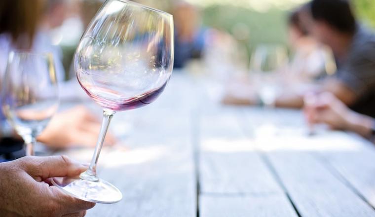 Dit is het verschil in calorieën tussen witte wijn, rode wijn en rosé!