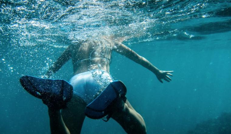12 tips om veilig van het strand en de zee te genieten