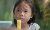 meisje-ananas-moeder-thailand