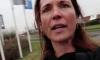 Libelle-vlogger wordt tijdens het filmen aangevallen door keukenverkoper