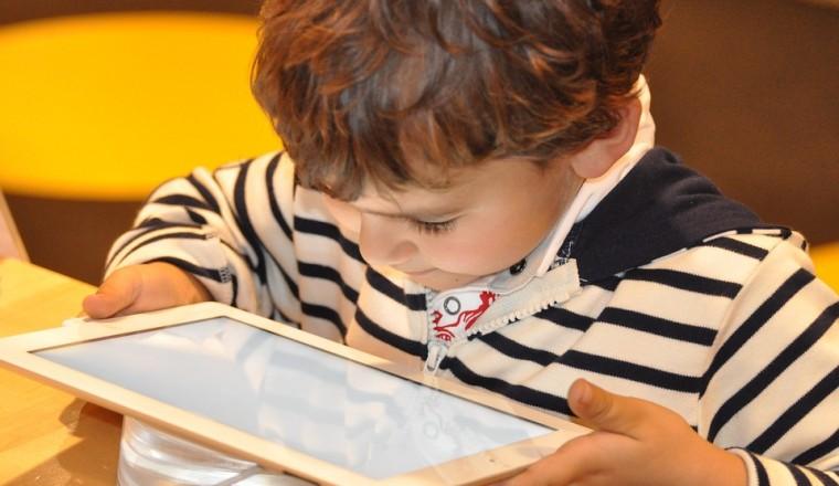 Tweederde van de kinderen ziet online seksueel getinte beelden