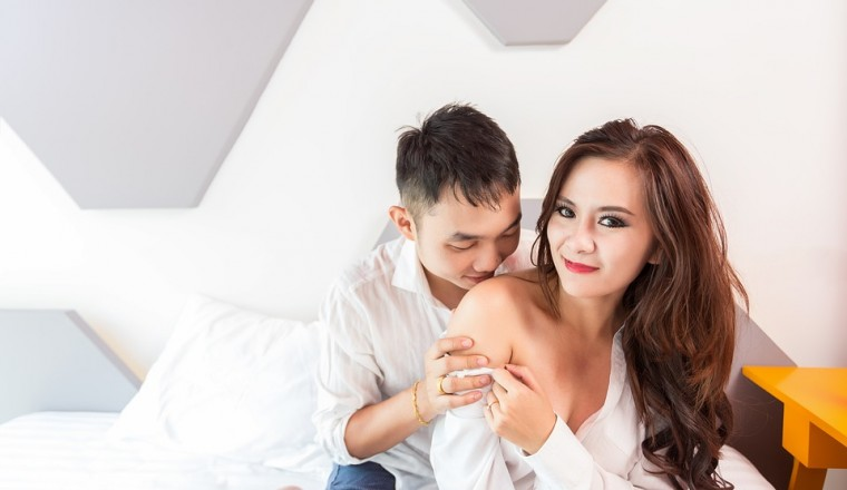 Sex Caressing Sholder Adult Bedroom Lover Asia