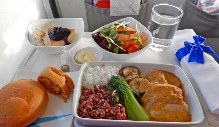 Shocking Zo lang wordt vliegtuigeten bewaard voordat jij het te eten krijgt