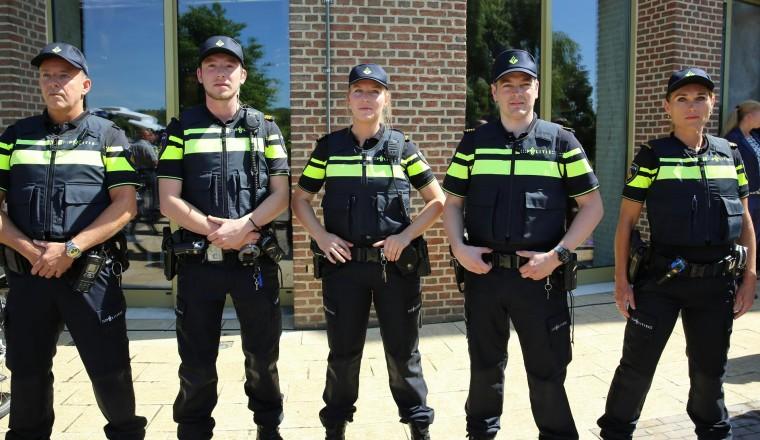 Amsterdamse politie overweegt toestaan hoofddoek voor agenten