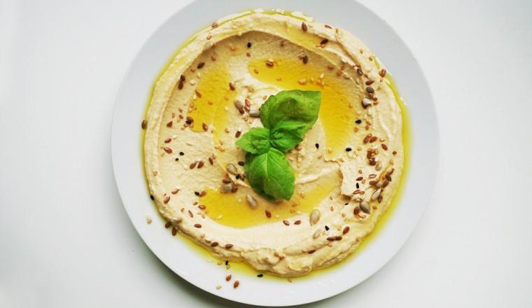Frisse-hummus-met-citroen-pitten-en-zaden-760x440