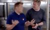 James Corden duikt de keuken in met Gordon Ramsay voor een kookwedstrijd