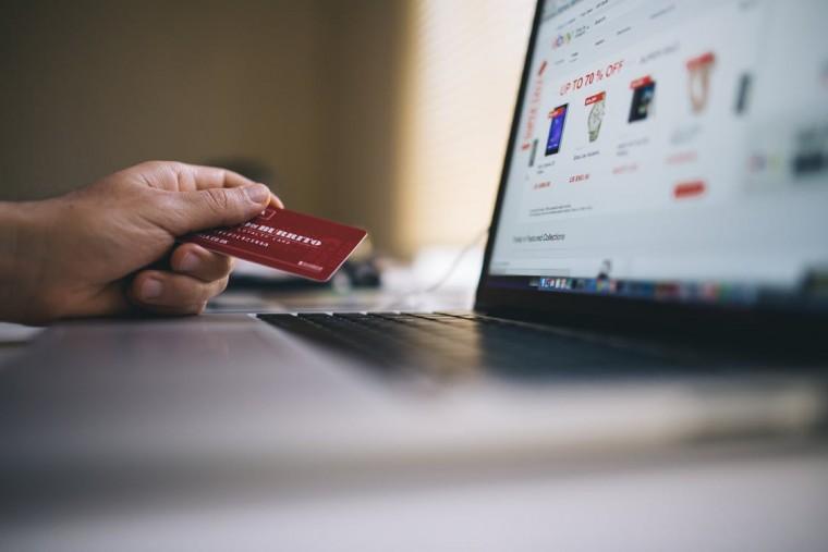 Online shoppen maar niet betalen voor verzending? Hier een overzicht van webshops die gratis leveren!
