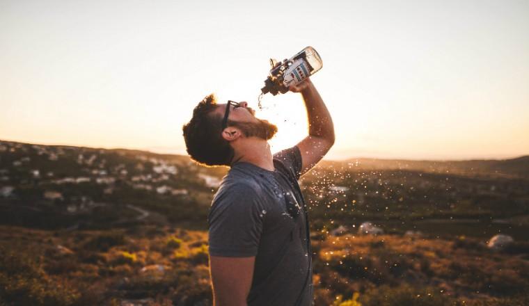 gevaren-te-veel-teveel-water-drinken