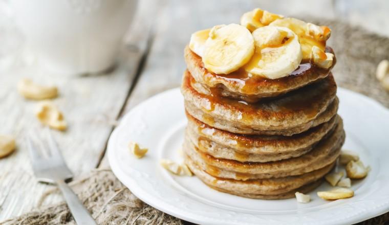 bananenpannenkoeken-met-salted-caramel-en-cashewnoten