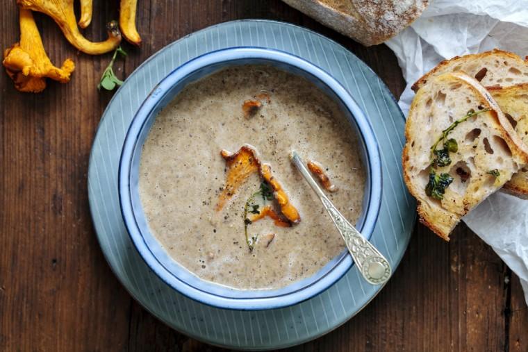 Recept Romige paddenstoelen soep met truffel en tijm