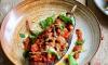 Gevulde aubergine, met quinoa, groenten en pesto