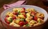 Zomerse tortellini salade met verse rode pesto