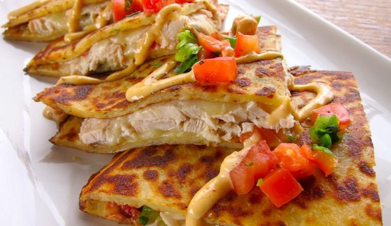 Quesedilla's met kip, kaas, pittige mayonaise en verse salsa