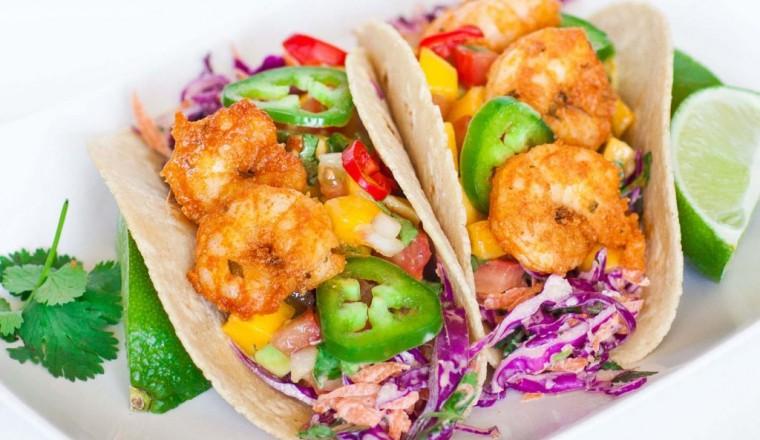 Taco's met garnalen, mango salsa en rode kool salade
