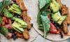 Wraps met tempeh, muhammara, bonen en avocado