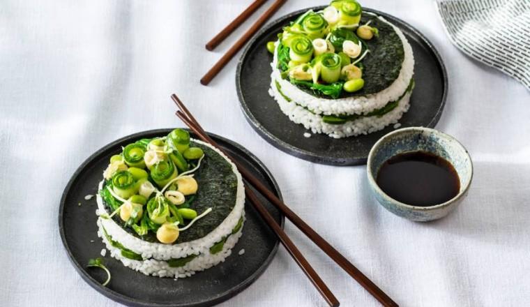 Feestelijke sushi-taartjes met avocado en edamame