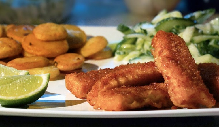 vissticks_komkommer_salade_griekse_yoghurt_dille_aardappelschijfjes