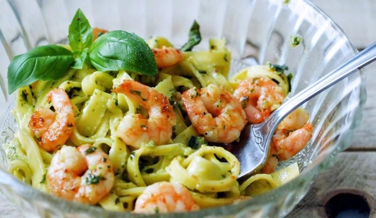 pasta pesto met garnalen - gewoon wat een studentje 's avonds eet